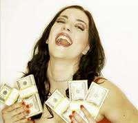 девушка наконец-то получила желанные деньги от своего мужчины