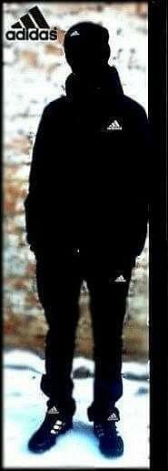Черный в одежде от Адидас