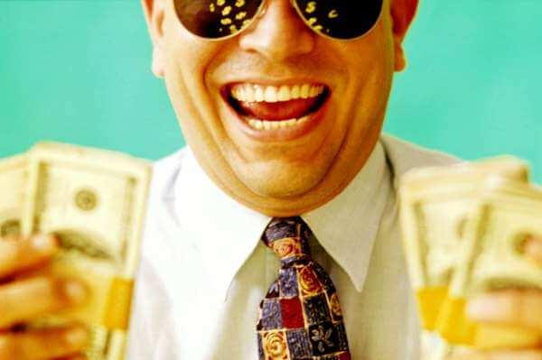 мужчина с хорошим финансовым положением и деньгами