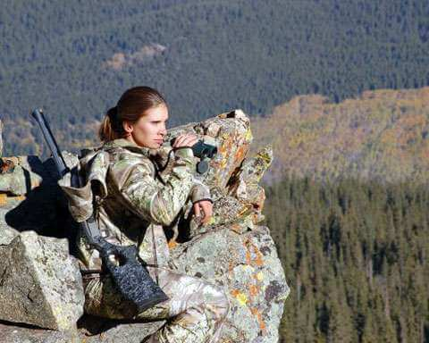 женщина охотиться за деньгами мужчины