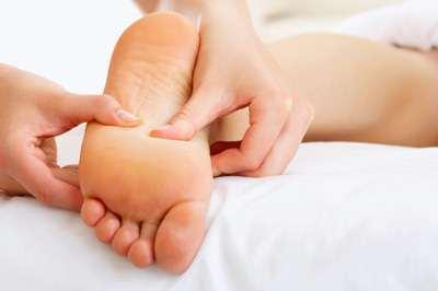 простой расслабляющий массаж стоп
