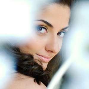 аккуратный легкий макияж делает девушеку очень женственной и прятной для мужчины