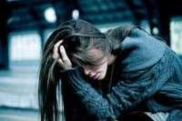 Девушка не довольна и с плохим настроением