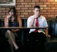 Сидят в кафе