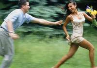 Как сделать так чтобы парень продолжал за тобой бегать