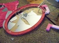 что делать, если разбилось зеркало на работе